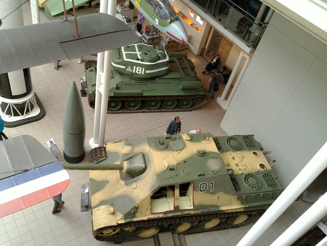 Slike: Imperial War Museum v Londonu (POZOR: VELIKE SLIKE) T_34_85_z_Jagd_Panther_4
