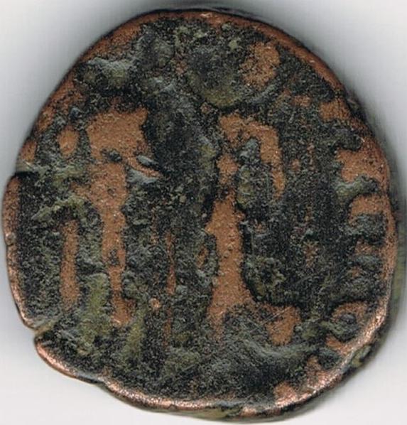 AE4 tipo VIRTVS EXERCITI. Emperador coronado por Victoria. IR43_B