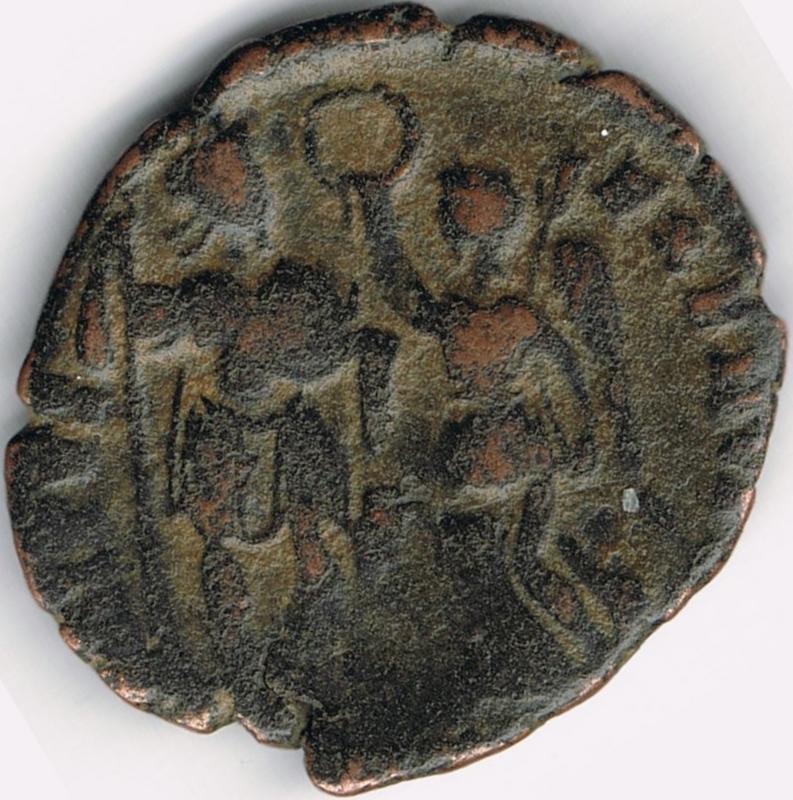 AE3 de Arcadio. VIRTVS – EXERCITI. Emperador siendo coronado por Victoria.  IR53_B