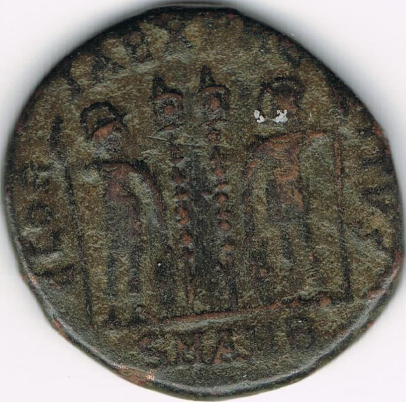 AE3 de Constantino I. GLORIA EXERCITVS. Soldados entre 2 estandartes. Antioquía IR12_B