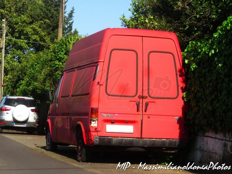 Mezzi Abbandonati - Pagina 2 Ford_Transit_D_2.4_76cv_95_AE186_AG
