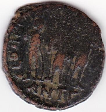 AE4 de Teodosio II. GLORI-A ROMA-NORVM. Los tres emperadores. Antioch. IR89_B