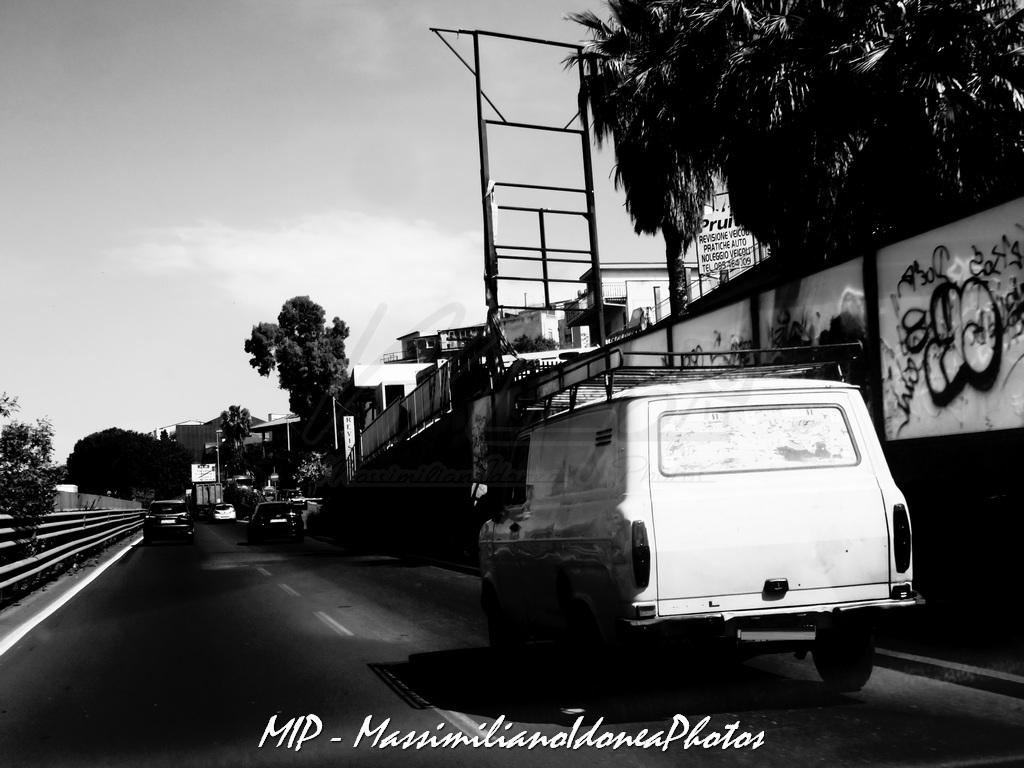 Veicoli commerciali e mezzi pesanti d'epoca o rari circolanti - Pagina 40 Ford_Transit_Diesel_2.4_61cv_82_CTA65566_1