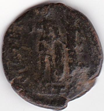 AE3 tipo VIRTVS EXERCITI. Victoria coronando a emperador. Antioquía IR98_B