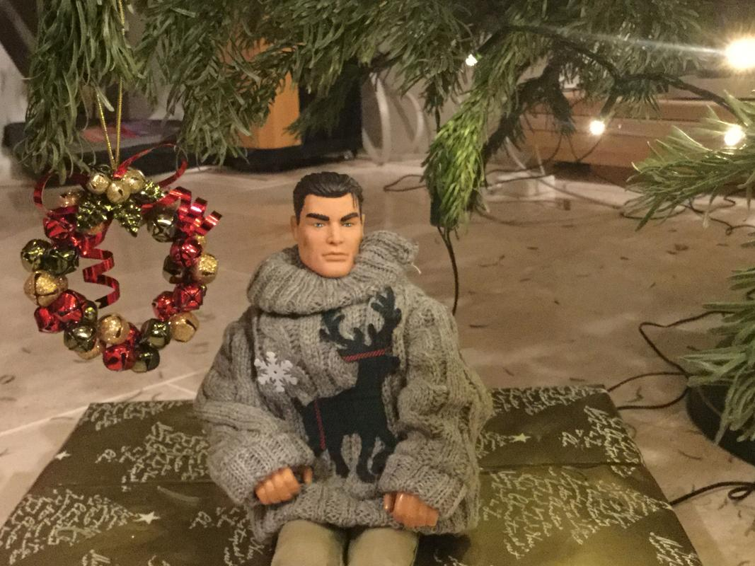 Pictures of your Action Men or Joe's in the Christmas spirit. - Page 2 26473_DD4-_DCBC-4737-8211-410_F1_C224_B8_C