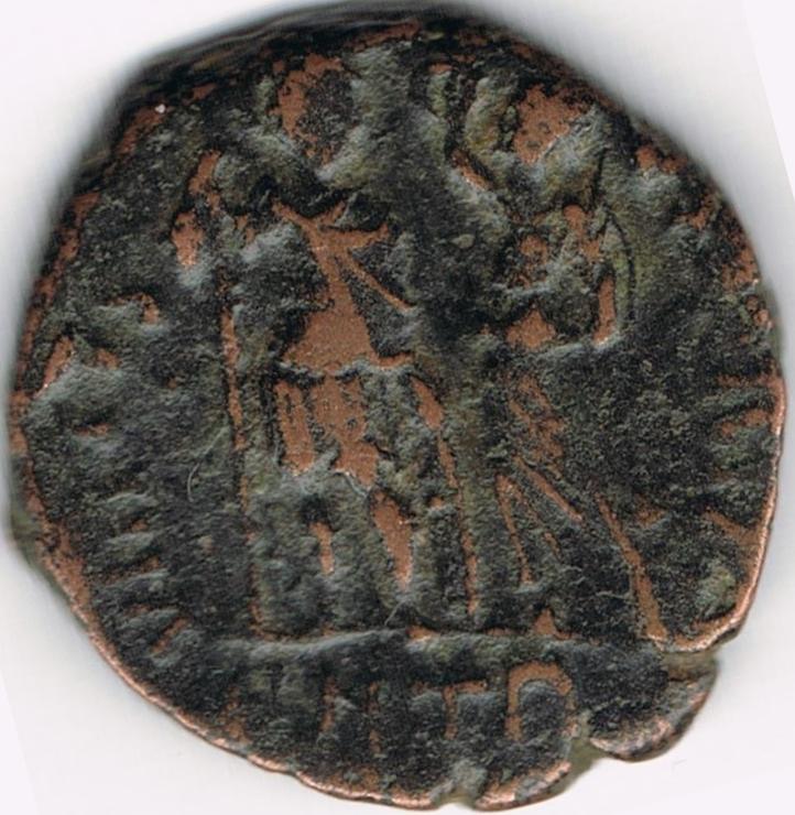 AE4 de Honorio. VIRTVS EXERCITI. Emperador coronado por Victoria. Antioch. IR35_B