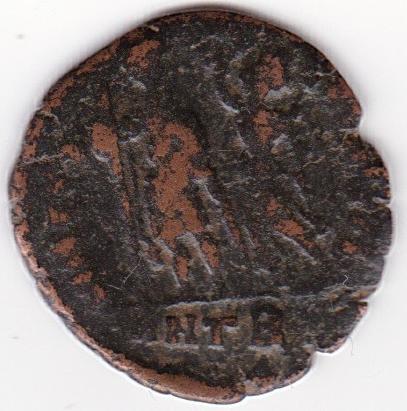 AE4 de Aracadio. VIRTVS EXERCITI. Emperador siendo coronado por Victoria. Antioch, IR242_B