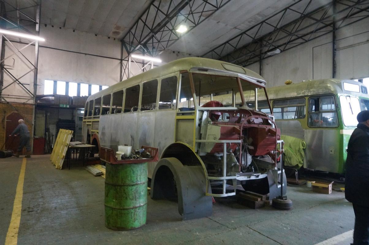 MAM visiting The Scottish Vintage Bus Museum. AC99_D011-7156-4_CB0-8_AD0-6_A424_E3_DBD11