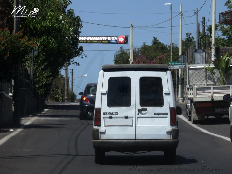 Veicoli commerciali e mezzi pesanti d'epoca o rari circolanti - Pagina 2 Renault_Express_D55_1.9_54cv_98_BA982_CG_1