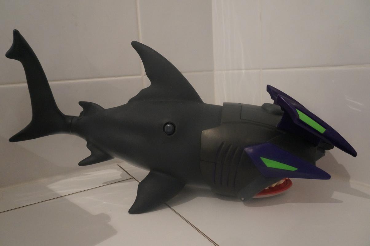 Close Photo Shots of diver and shark from Deep Sea Atak 99_D7_C319-_DF72-4_F66-_A6_A0-_B3_B3_D1891_A68