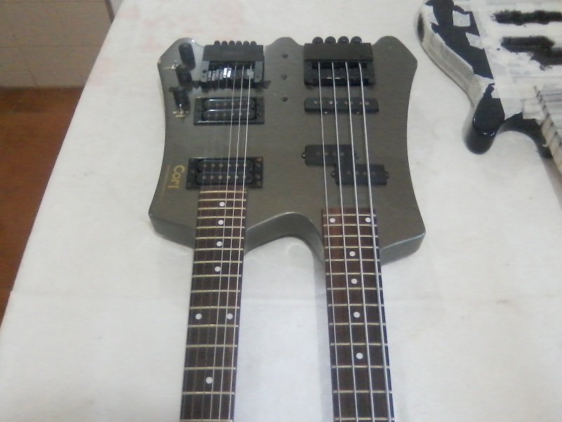 Cort Double Neck. Bass and Guitar P18_12_14_10_32_4