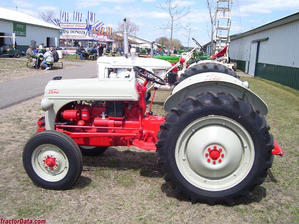 Tractores en fotos de época.  223_td4_b01_ext270
