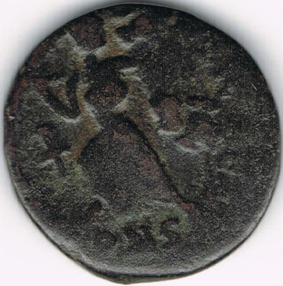 AE4 de Valentiniano II. SALVS REI-PVBLICAE. Victoria avanzando a izq. arrastrando a cautivo. Constantinopolis. IR45_B