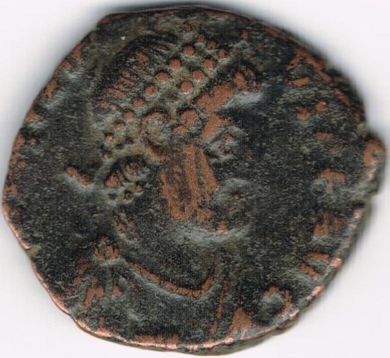 AE4 de Honorio. VIRTVS EXERCITI. Emperador coronado por Victoria. Antioch. IR35
