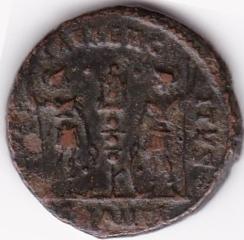 AE3 de Constancio II. GLOR-IA EXERC-ITVS. Un estandarte entre dos soldados. Antioch. IR64_B