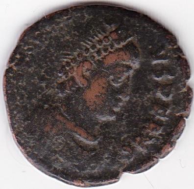 AE4 de Aracadio. VIRTVS EXERCITI. Emperador siendo coronado por Victoria. Antioch, IR242_A