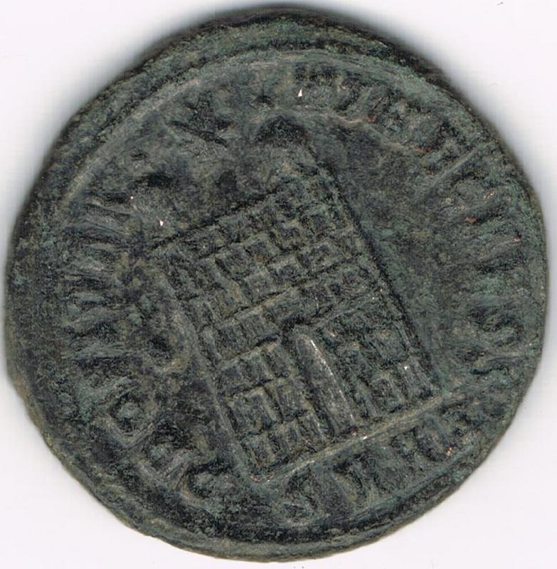 AE3 de Constantino II. PROVIDENTIAE CAESS. Puerta de campamento. Heraclea IR111_BB