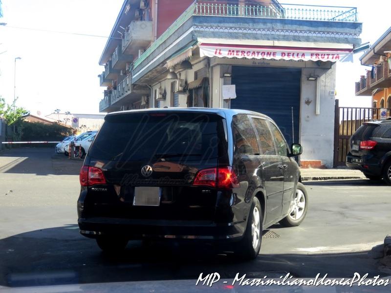 Avvistamenti auto rare non ancora d'epoca - Pagina 38 Volkswagen_Routan_SEL_ZA933_YC