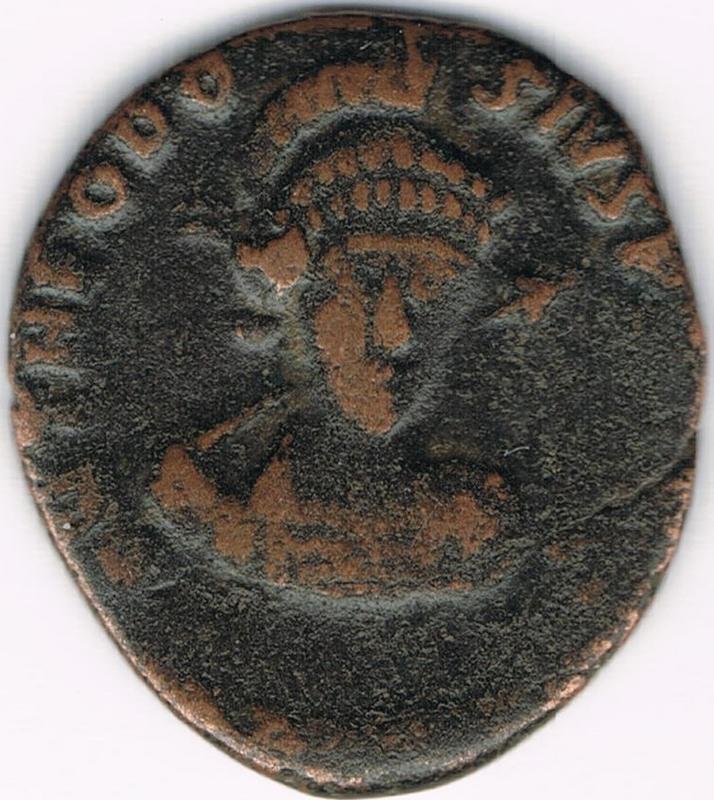 AE3 de Teodosio II. CONCORDIA AVGG. Constantinopla IR11_A