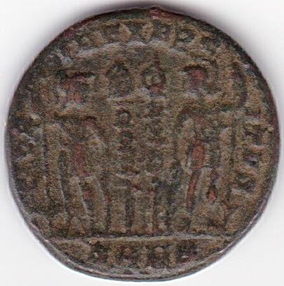 AE3 de Constantino I. GLORIA EXERCITVS. Soldados entre 2 estandartes. Nicomedia IR95_B