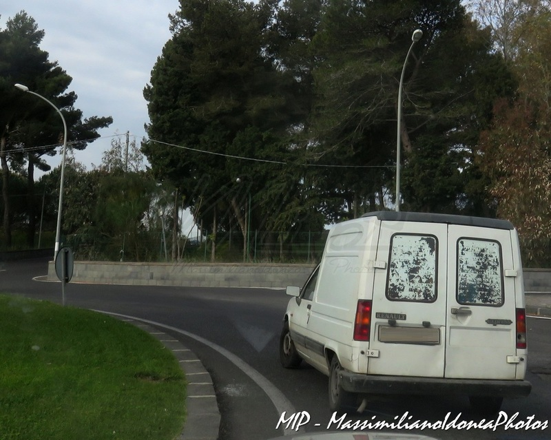 Veicoli commerciali e mezzi pesanti d'epoca o rari circolanti - Pagina 37 Renault_Express_1.1_46cv_90_PI524603_287.918_-