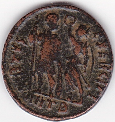AE3 de Arcadio. VIRTVS EXERCITI. Victoria con emperador. Antioquía IR104_B