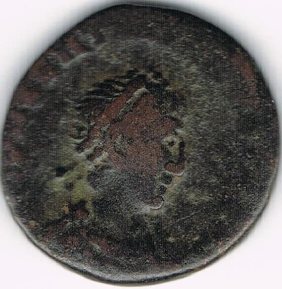 AE4 de Valentiniano II. SALVS REI-PVBLICAE. Victoria avanzando a izq. arrastrando a cautivo. Constantinopolis. IR45