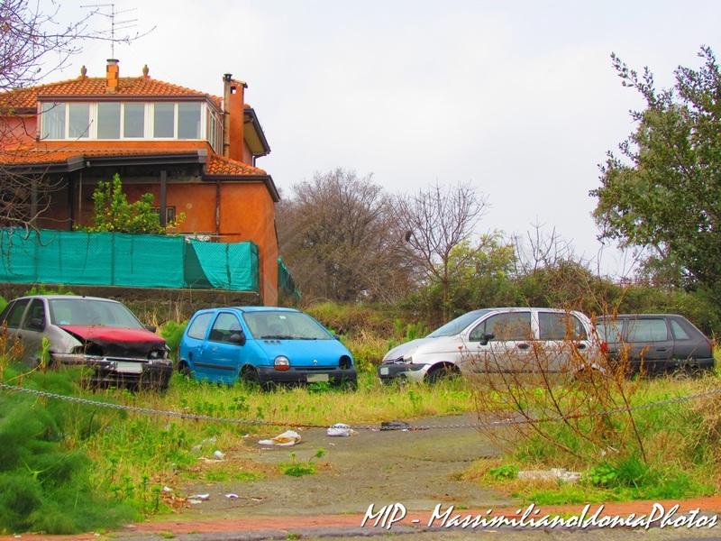Auto Abbandonate - Pagina 40 Fiat_Punto_1_2_60cv_98_AY360_FY_Renault_Twingo
