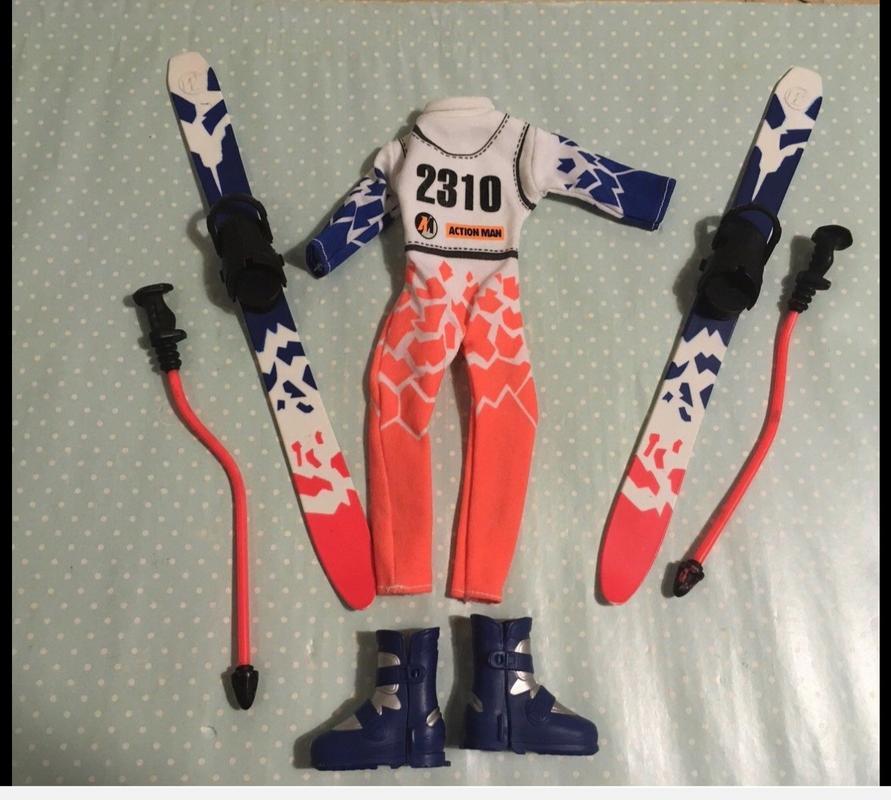 Ski set. Not seen before. IMG_4706