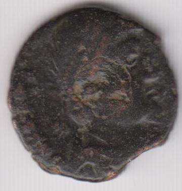 AE3 tipo GLORIA RO-MANORVM. Emperador arrastrando a cautivo a dcha.  Ir236a