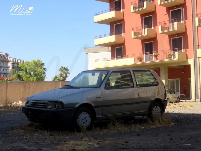 Auto Abbandonate - Pagina 38 Fiat_Uno
