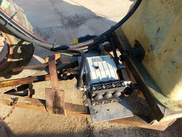 Restauración de una cuba de 600 litros para pasar la Inspección de Equipos de Aplicación de Fitosanitarios Bomba
