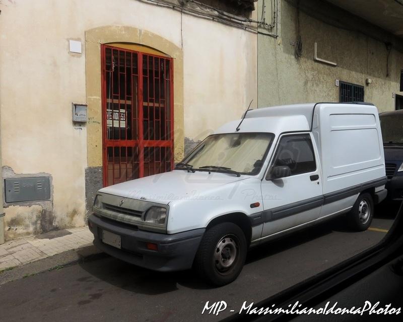 Veicoli commerciali e mezzi pesanti d'epoca o rari circolanti - Pagina 38 Renault_Express_D_1.9_64cv_93_CTA73302