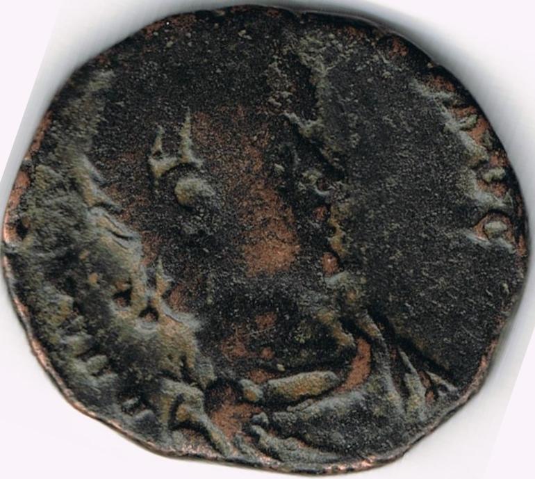 AE3 de Arcadio. VIRTVS – EXERCITI. Emperador siendo coronado por Victoria. Antioch. IR1_A
