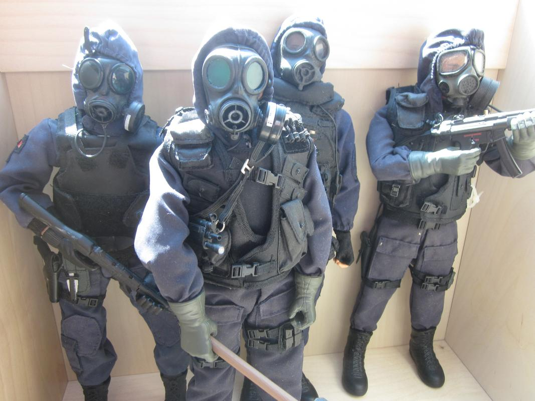 My 1/6 scale 4 man Swat Team IMG_4160