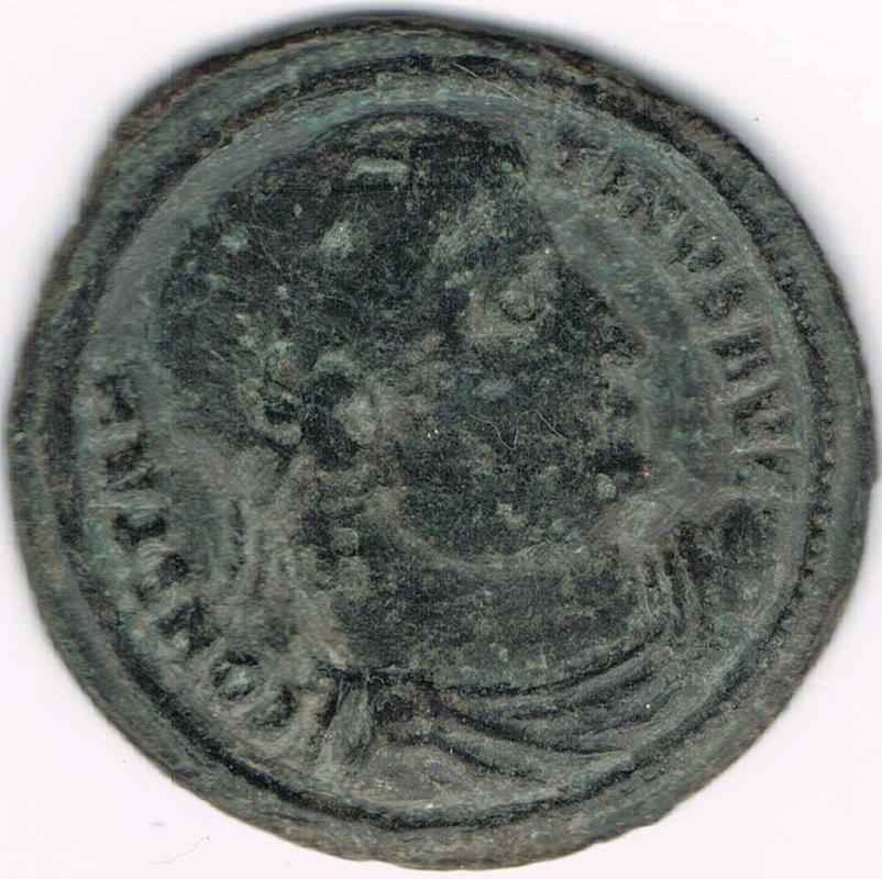 AE3 de Constantino I. PROVIDENTIAE AVGG. Puerta de campamento. Tesalónica IR114_AA