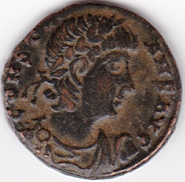 AE4 de Constante I.  GLOR-IA EXERC-ITVS. Un estandarte entre dos soldados. Antioch. IR85_A