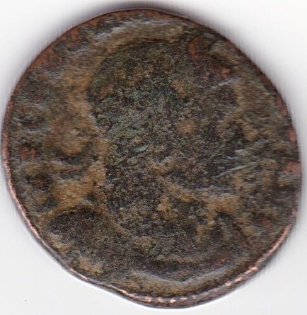 Nummus de Constantino I. SOLI INVICTO COMITI. Sol a izq. Arlés IR93_A