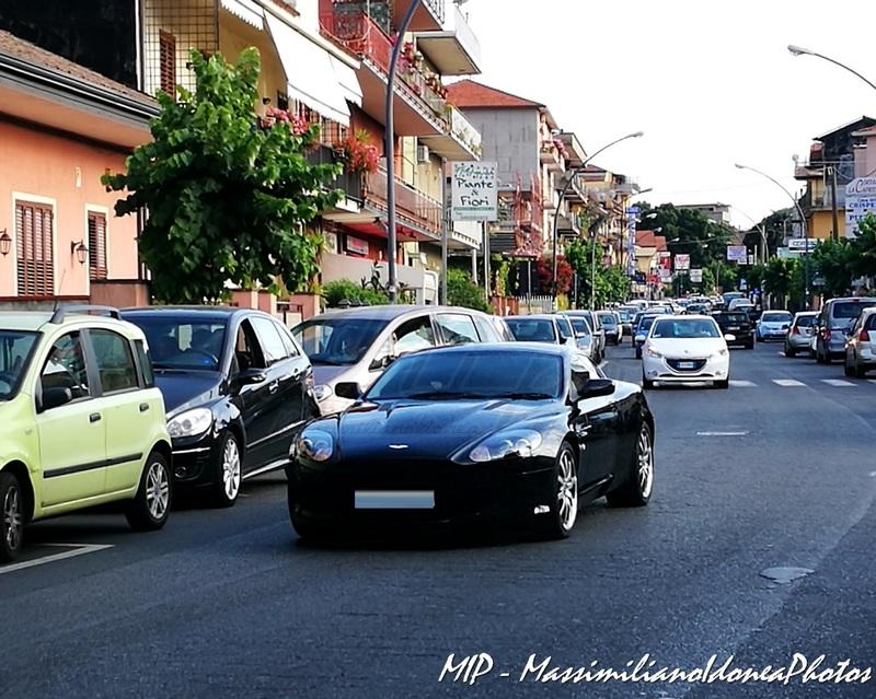 Avvistamenti auto rare non ancora d'epoca - Pagina 37 Aston_Martin_V8_RX54_ZNR