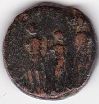AE4 de Teodosio II. GLORI-A ROMA-NORVM. Los tres Emperadores estantes de frente. IR247_B