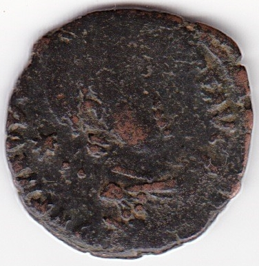 AE4 de Teodosio II. GLORI-A ROMA-NORVM. Los tres emperadores. Antioch. IR89_A
