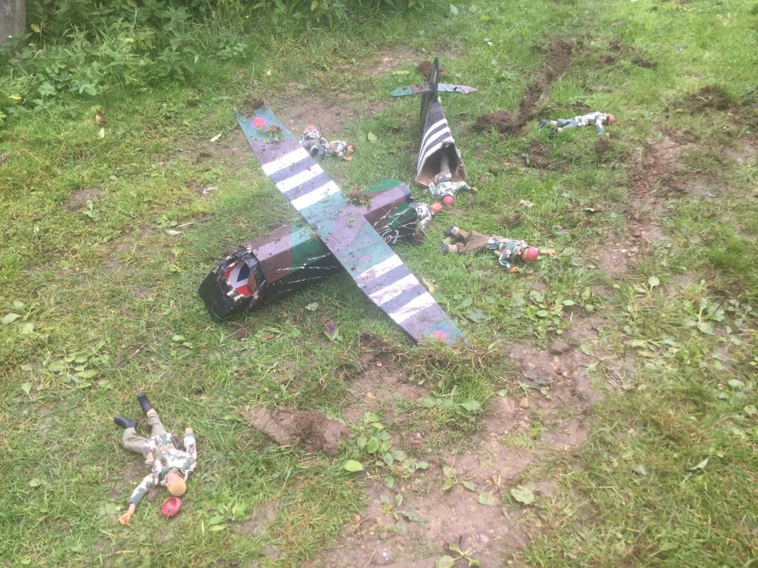 Crash landing..!!!   Operation market garden. Episode 1 IMG_5763