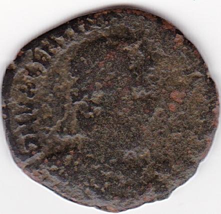 AE3 de Valentiniano I. GLORIA ROMANORVM. Emperador con cautivo. Tesalónica IR102_A