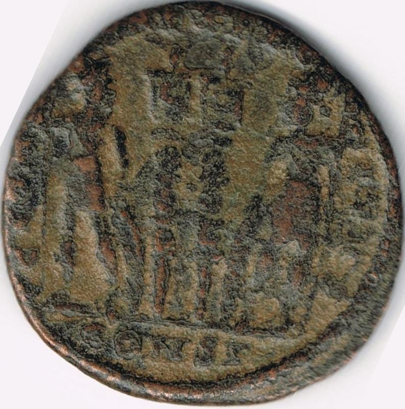 AE3 de Constantino II Cesar - GLORIA EXERCITVS - 2 estandartes - Constantinopla IR33_B