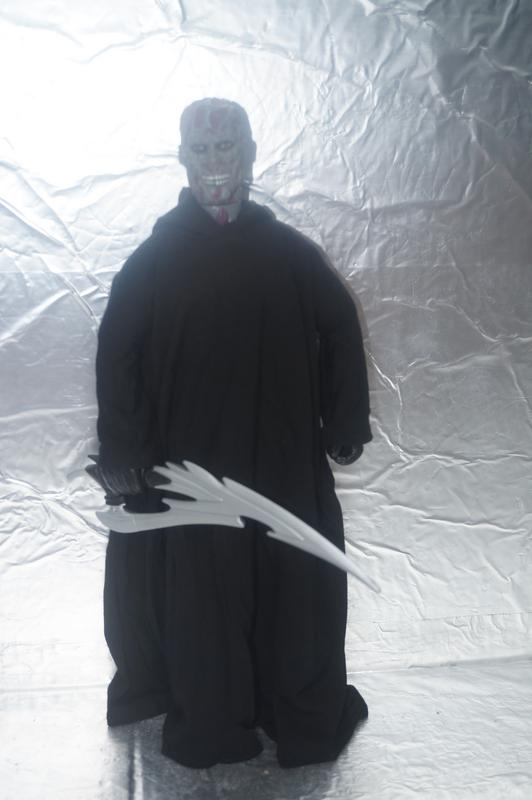 No-Face Cloak and dagger. CD6_BFB02-88_F1-4_E3_D-9750-6_BA67_DF0_B237