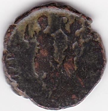 AE4 de Aracadio. VIRTVS EXERCITI. Emperador siendo coronado por Victoria.  Ir253b