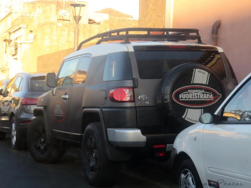 Avvistamenti auto rare non ancora d'epoca - Pagina 6 Toyota_FJ_Cruiser