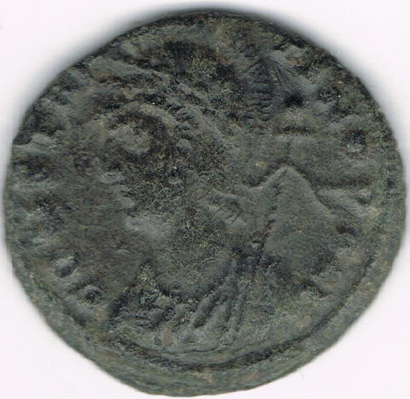 AE3 conmemorativo de Constantinopla. Heraclea IR112_AA