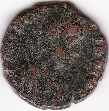 AE4 de Honorio. VIRTVS EXERCITI. Emperador coronado por Victoria. Antioch. IR66_A