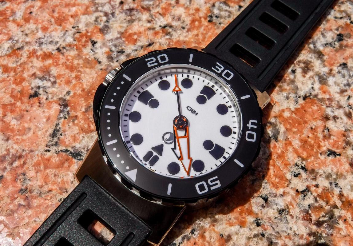 Votre montre du jour - Page 17 DSCF2552_1_1600x1200
